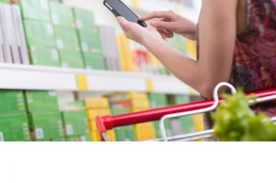 90 proc. konsumentów sprawdza dane na smartfonie w czasie robienia zakupów