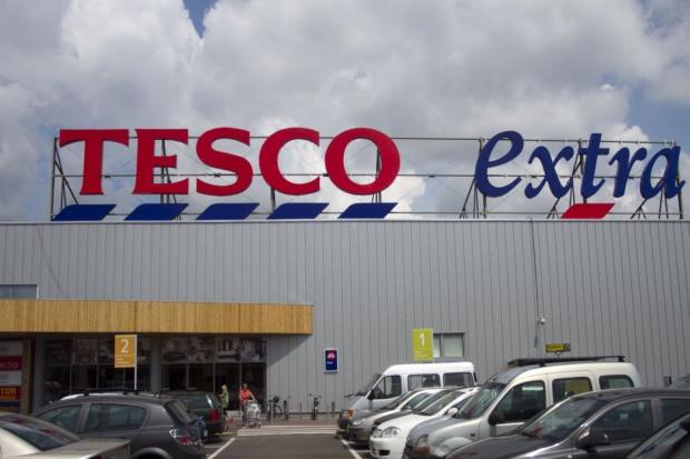 Tesco zamyka siedem supermarketów