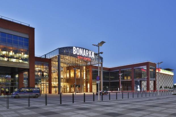 Rockcastle chce kupić trzy centra handlowe
