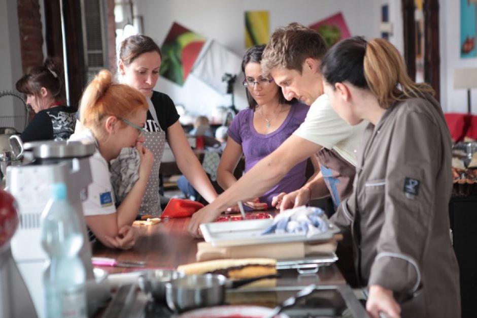Delecta wzmacnia wizerunek eksperta w pieczeniu ciast