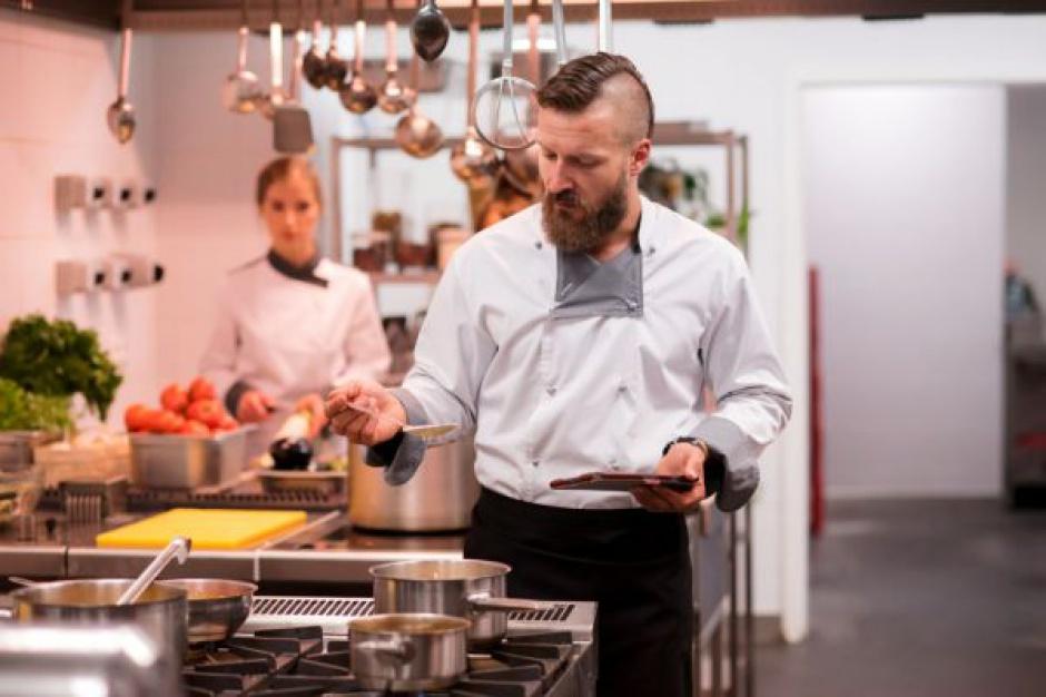 """Makro w serialu ,,Na Noże"""" - sieć wzmacnia wizerunek dostawcy gastronomii"""