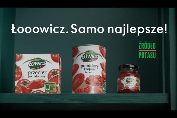 Różnorodność produktów pomidorowych w nowej kampanii marki Łowicz