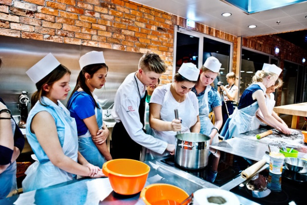 Carrefour sięga po młodą kadrę - sieć patronuje szkole zawodowej
