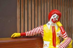 Kardynałowie nie chcą restauracji McDonald's i piszą skargę do papieża