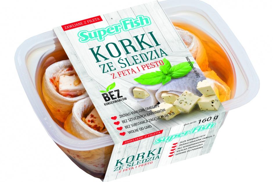 Korki ze śledzia z fetą i pesto oraz oliwkami i pesto marki SuperFish