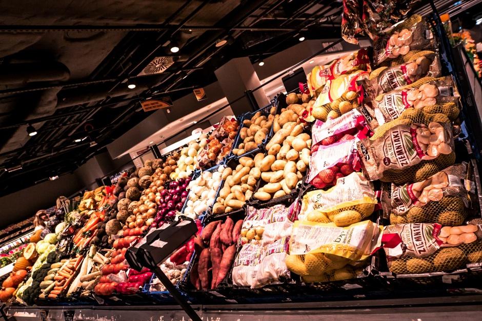 Piotr i Paweł otwiera cztery supermarkety w ciągu miesiąca