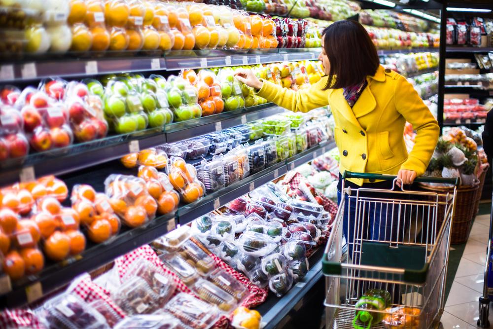 Koszyk cen: produkty mleczarskie i warzywa sezonowe podbijają ceny w sklepach osiedlowych