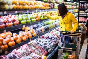 Koszyk cen: produkty mleczarskie i warzywa sezonowe podbijają ceny w sklepach...