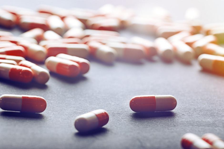 """Handel o pozaaptecznej sprzedaży leków: Rząd kolejny raz chce """"wyregulować"""" branżę"""