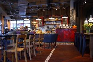 Green Caffe Nero z kawiarnią przy Al. KEN