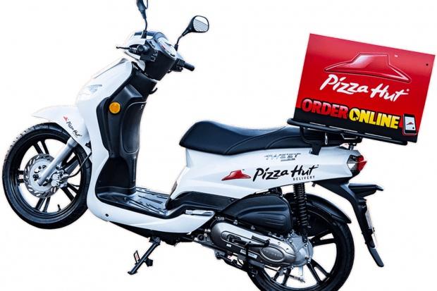 Pizza Hut wprowadza flotę elektrycznych skuterów. Koszt ładowania 5 zł dziennie