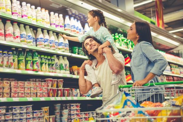 Rodzice ulegają namowom dzieci w sklepie. Wydają ok. 47 mln zł tygodniowo