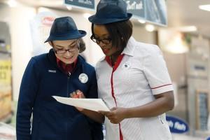 Tesco podwyższa wynagrodzenie dla pracowników w Wielkiej Brytanii