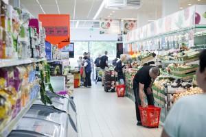 Drugi kwartał w handlu: Protesty, zamknięcia sklepów i poszukiwania inwestora