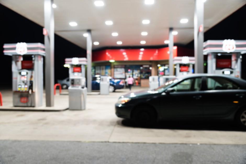 Tworzenie stacji paliw nie uchroni dyskontów przed zakazem handlu w niedziele