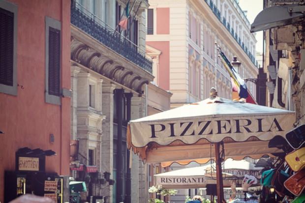 Włochy: Podatki od cienia, parasola, wycieraczki i flagi