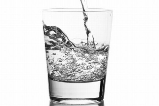 Eksperci: W ostatnich latach spożycie wody mineralnej wzrosło o 30 proc.