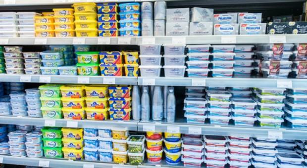 Koszyk cen: Za kostkę masła w dyskontach trzeba już zapłacić prawie 6 zł