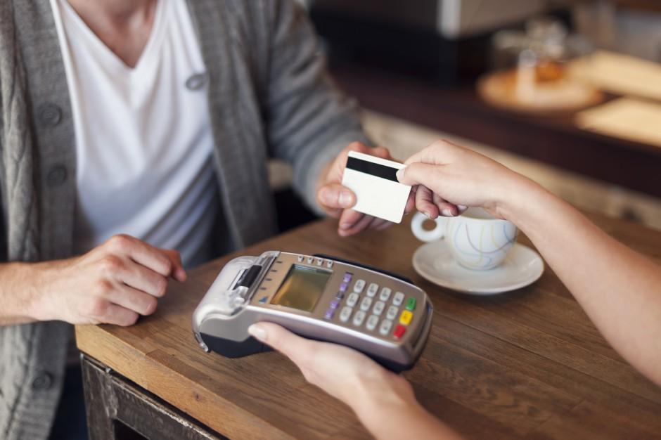 Zalety płynące z akceptacji płatności kartą