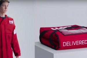 Pizza Hut stworzyła kurtkę, która działa jak torba na pizzę