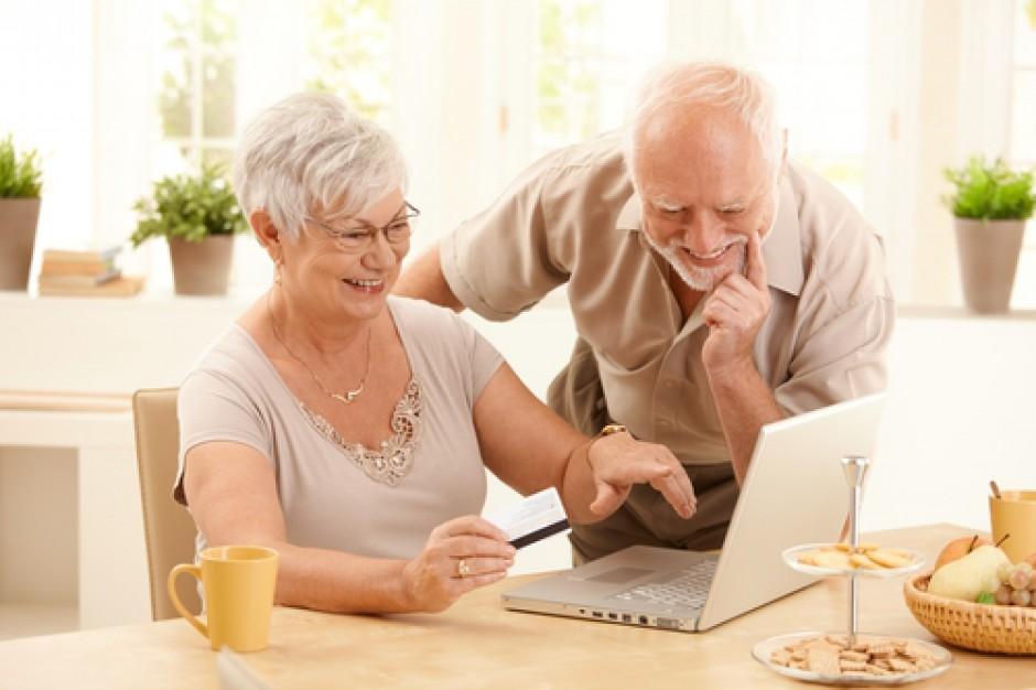 Seniorzy coraz częściej kupują kosmetyki w dyskontach i sklepach internetowych