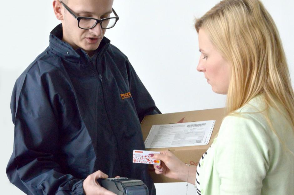 Poczta Polska wprowadza usługę płatności kartą u kuriera