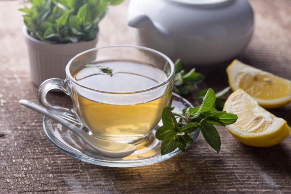 Słabnie popularność herbaty czarnej na rzecz zielonej