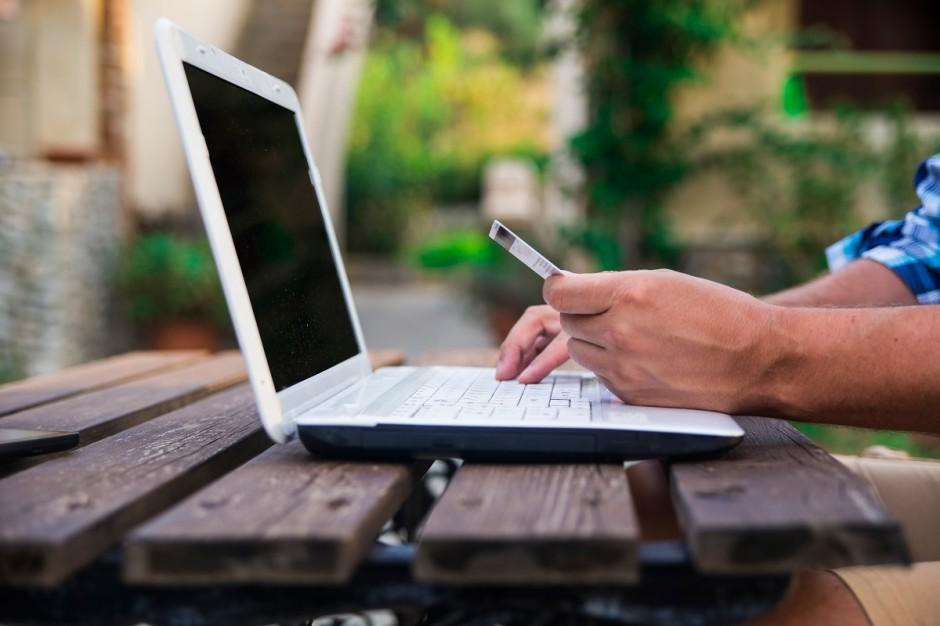 Polscy internauci chętnie kupują w zagranicznych e-sklepach