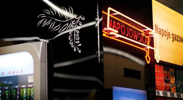 W sklepach Carrefour innowacyjna nawigacja prowadzi po kategorii napojów