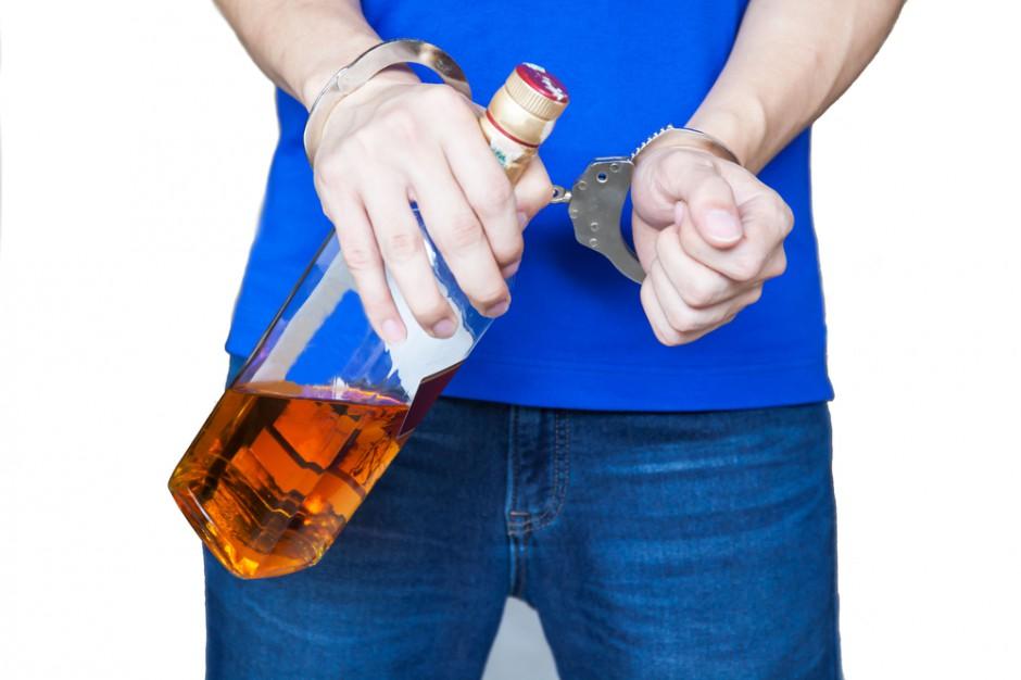 Raport FR: Czarny rynek stanowi prawie 20 proc. rynku alkoholi mocnych w Polsce