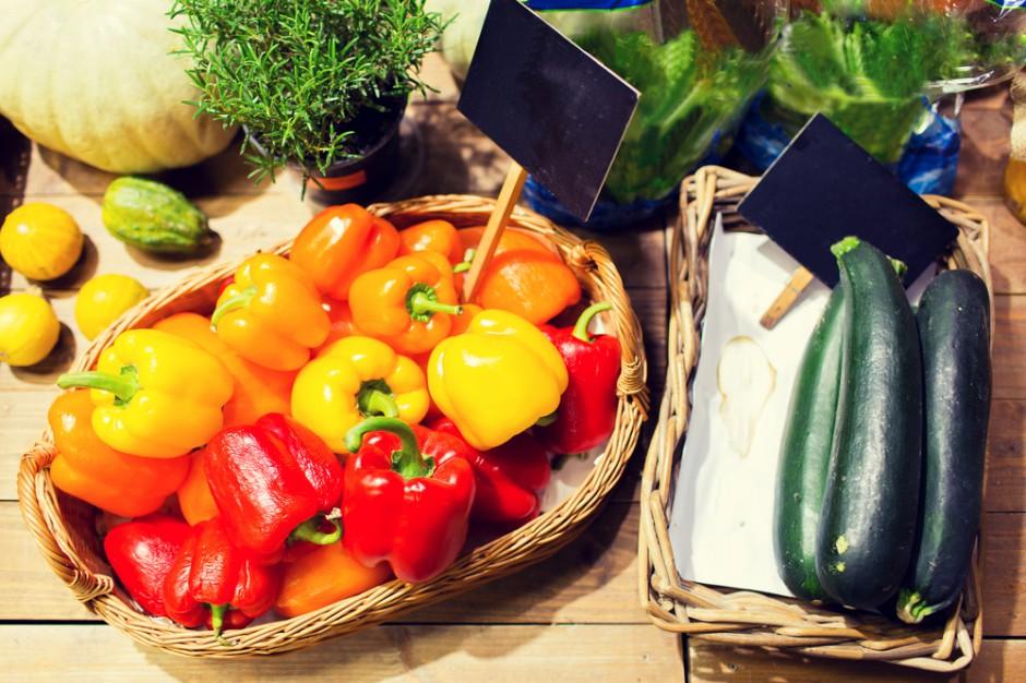 Moda na świeże owoce i warzywa w restauracjach napędza ruch hurtowniom