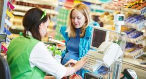 Zakaz handlu w niedziele zredukuje zatrudnienie i płace? Eksperci biją na alarm, sieci uspokajają