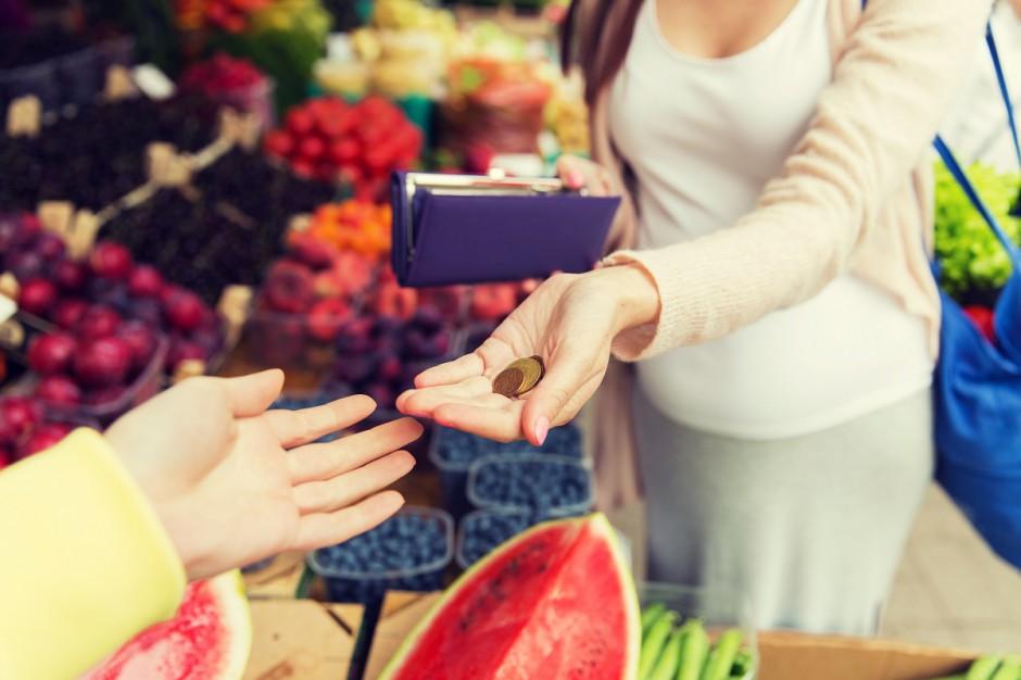 PIH: Świąteczne zakupy spowodowały w grudniu wzrost sprzedaży w małych sklepach