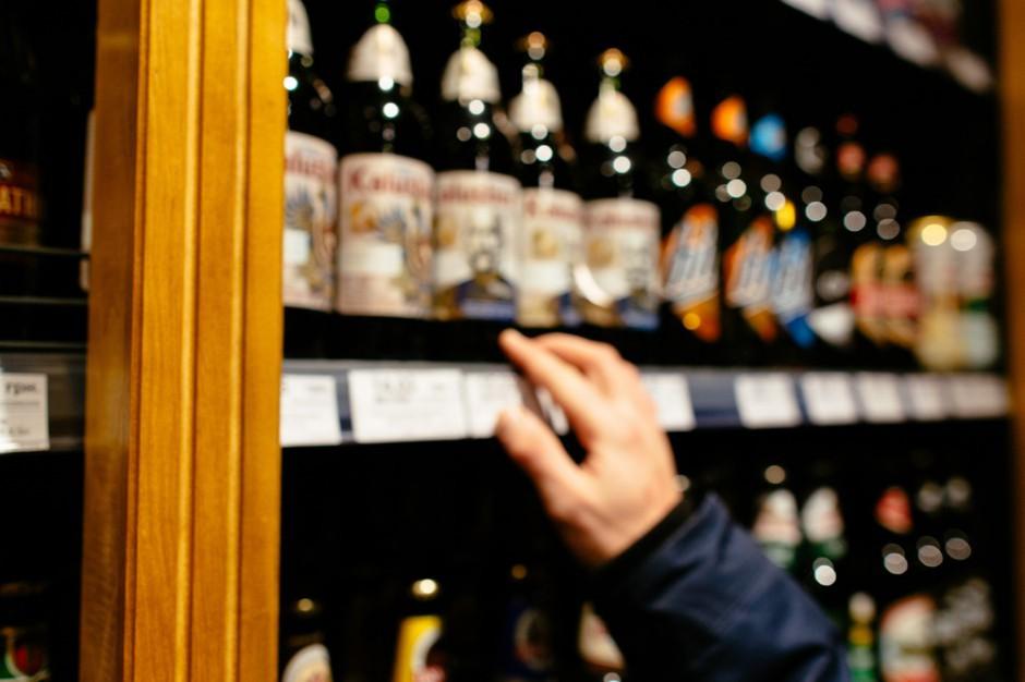 Im mniejszy sklep, tym większy udział alkoholu w obrotach