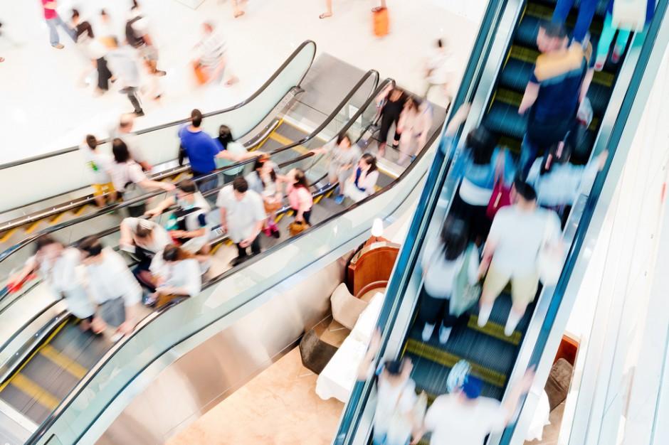 W 2017 r. spadek średnich obrotów żywnością w centrach handlowych wyniósł 16 proc.