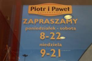 Wśród zainteresowanych Piotrem i Pawłem są Biedronka i Carrefour?