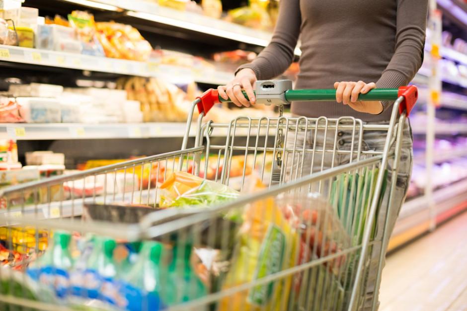 Biedronka głównym miejscem zakupów Polaków. Zyskuje Carrefour i Auchan