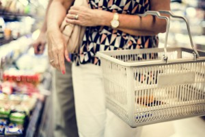 Koszyk cen: Zakupy w sklepach franczyzowych o ok. 100 zł droższe niż te w...