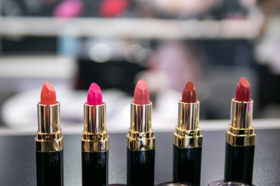 Sprzedaż kosmetyków do makijażu napędza rynek urody i higieny osobistej