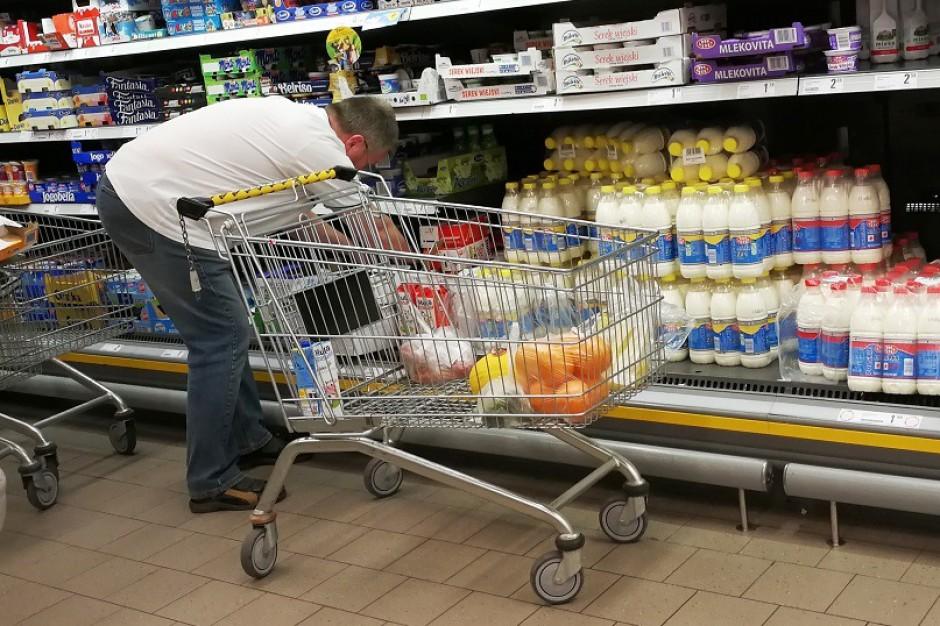 Sieci handlowe wymuszają niskie ceny na producentach mleka?