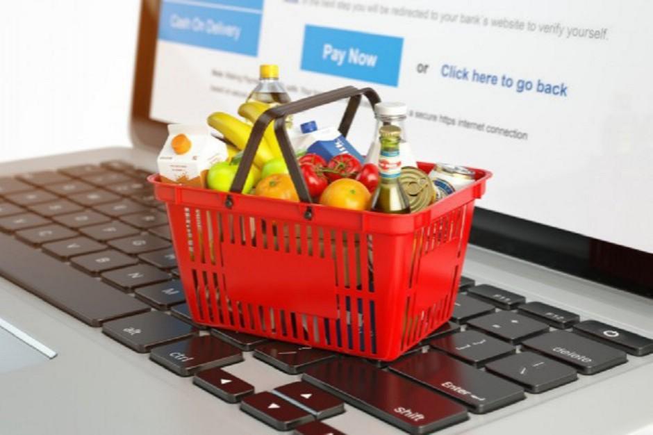 Koszyk cen: 50 produktów FMCG w e-sklepach kosztuje 260-270 zł. Tesco z dużymi obniżkami cen