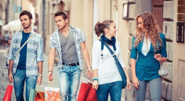 Badanie BNP Paribas: Młodzi konsumenci wciąż preferują zakupy w sklepach stacjonarnych