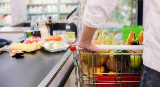 Koszyk cen: Hipermarkety z cenami na poziomie z maja '17