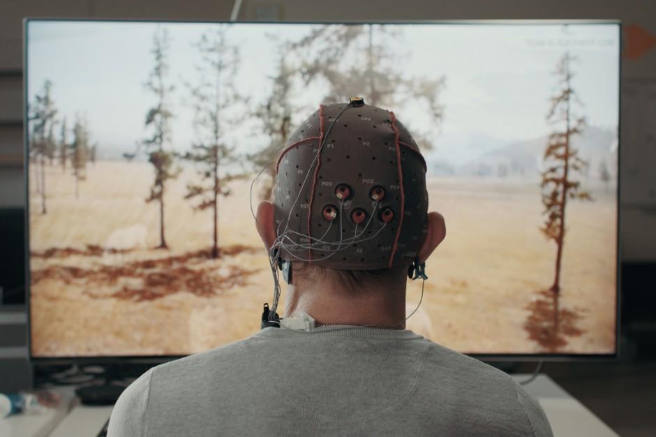 Pierwszy telewizor Samsung sterowany falami mózgowymi