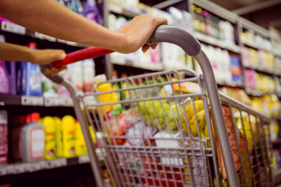 Zakaz handlu w niedziele: Rosną obroty operatorów spożywczych, spadają sklepów modowych
