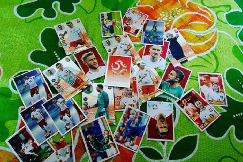 Klientka Biedronki ukradła 226 opakowań kart i naklejek z piłkarzami