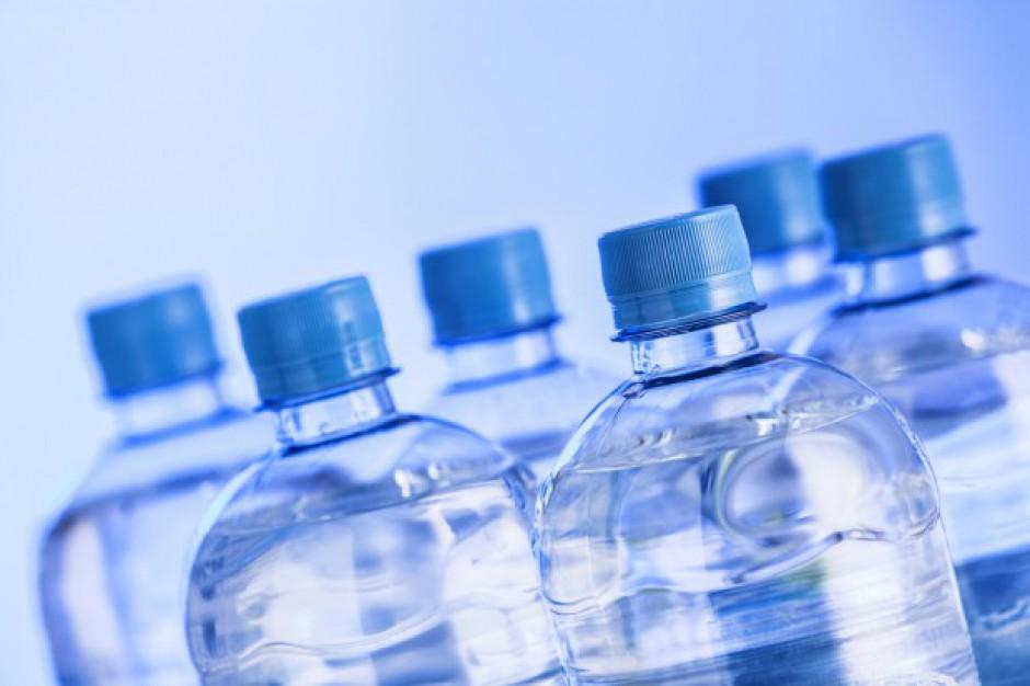 Co się składa na cenę wody w butelce