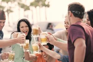 Badanie: Czy Polacy potrafią korzystać z alkoholu w sposób odpowiedzialny?