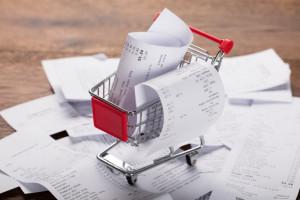 Koszyk cen: Dyskonty z identycznymi cenami na wiele produktów, zakupy droższe niż w kwietniu