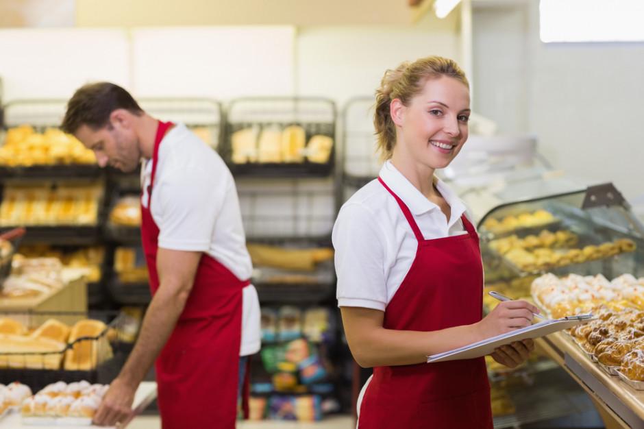 Ile zarabiają handlowcy aktywni i stacjonarni?